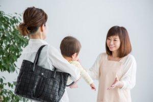 保育者と子供の写真