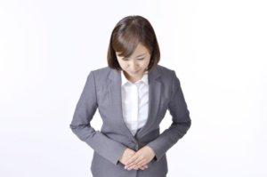 仕事をしている女性の写真