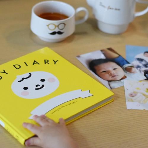赤ちゃんのアルバム作りの写真