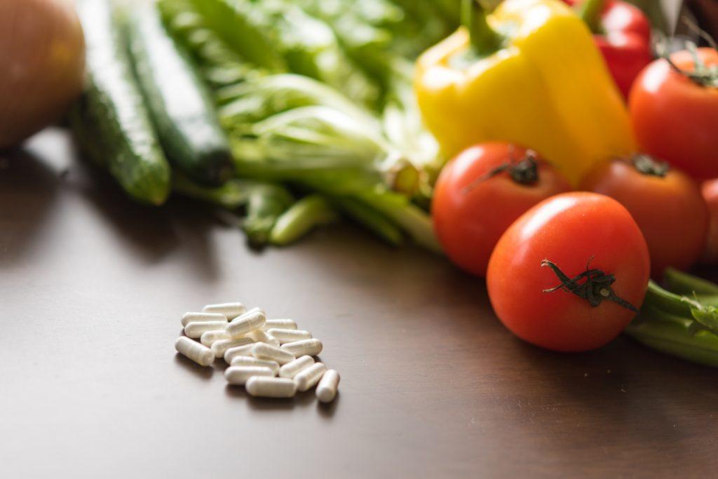 栄養がたくさん入ったサプリメントの写真