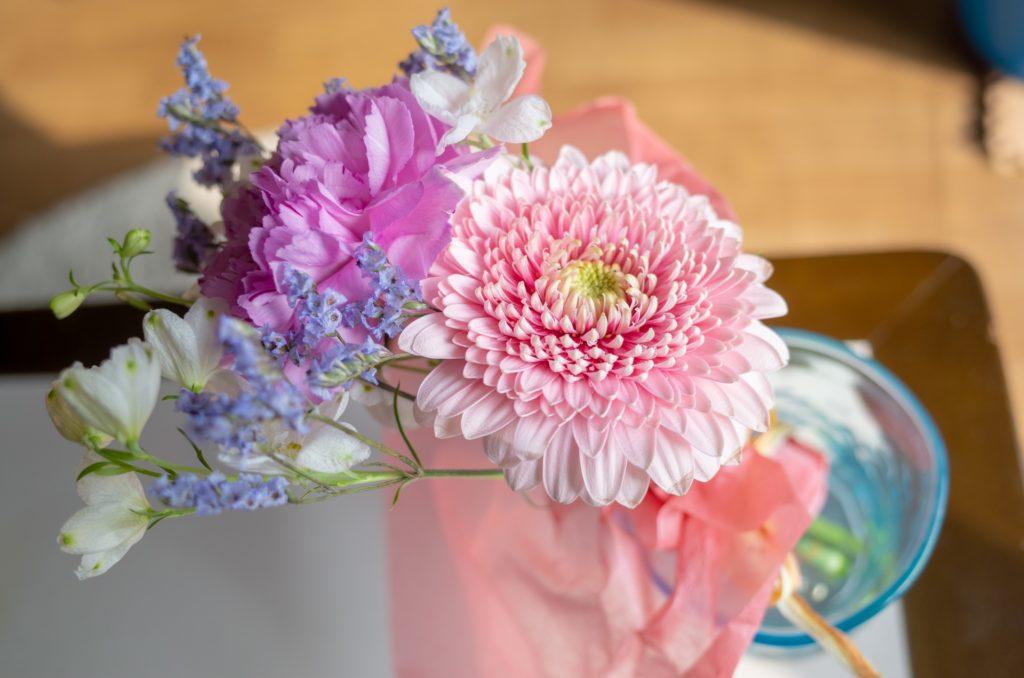 花瓶に入ったお花の写真